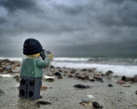 3026935-slide-s-1-everything-about-these-iphone-pictures-of-a-lego-lensman-taking-pictures-is-awesome_large.jpg