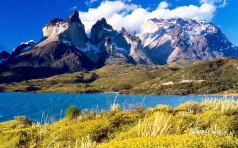 gallery-1465526506-cuernos-del-paine-from-lake-pehoe_large.jpg