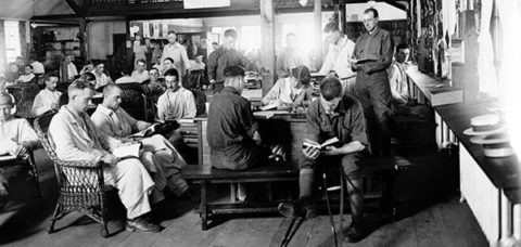 World-War-I-soldiers-reading-631_large.jpg