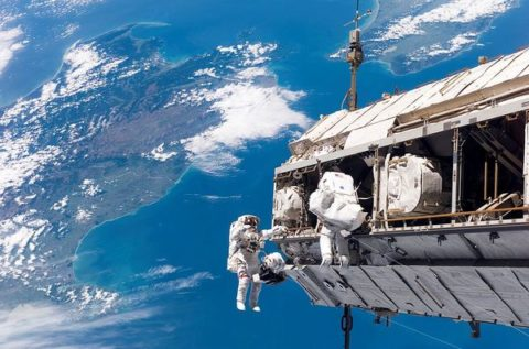 1024px-STS-116_spacewalk_1_large.jpg