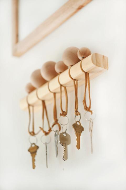Modern-Wood-Keyholder-4_2Bcopy_largepng