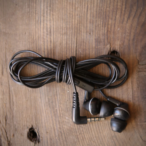 how-to-wrap-headphones-7original.jpg