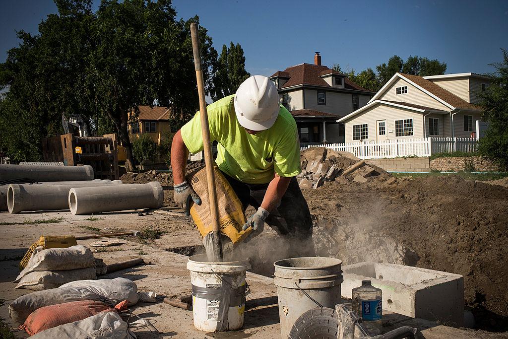 miixing cement in bucket