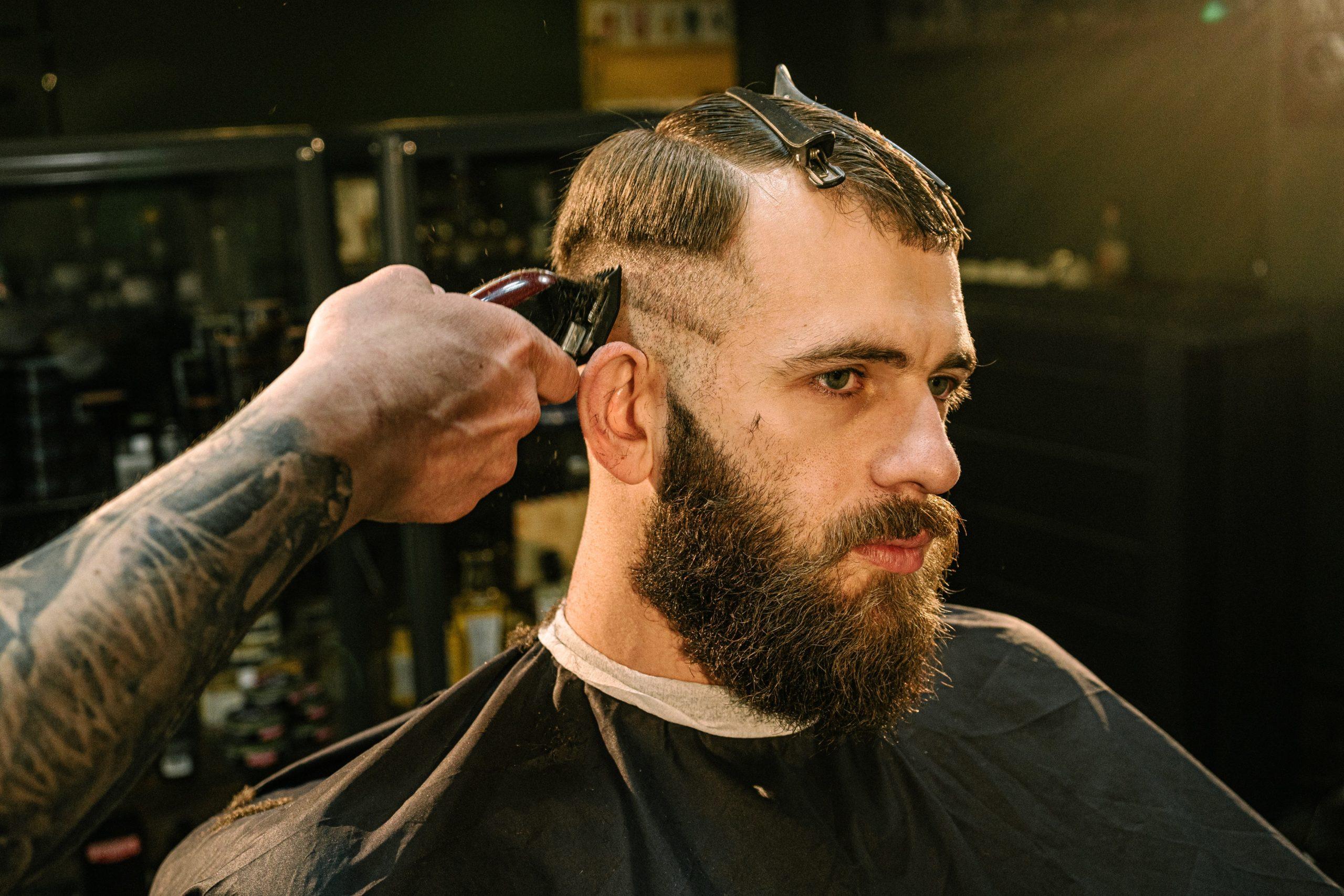 barber using electric razor
