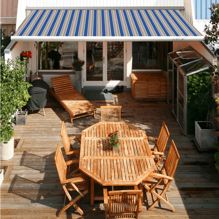 Retractable beige sun shade protecting deck furniture