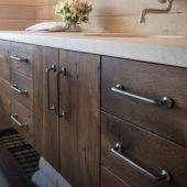 How to Choose Cabinet Hardware That Works For Your Home