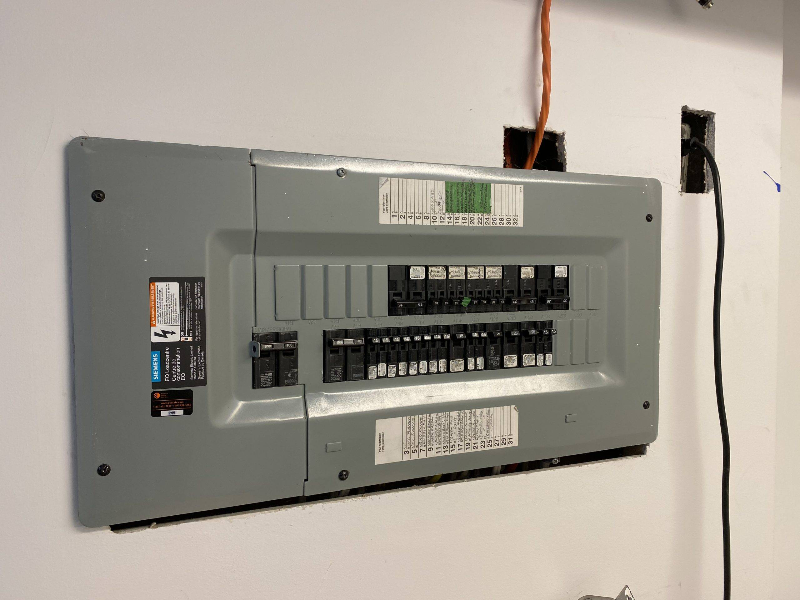 Power outlet box in with breaker switches