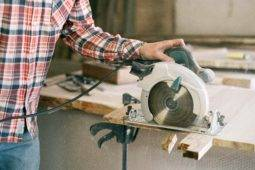 How To: Rip Narrow Boards With a Circular Saw