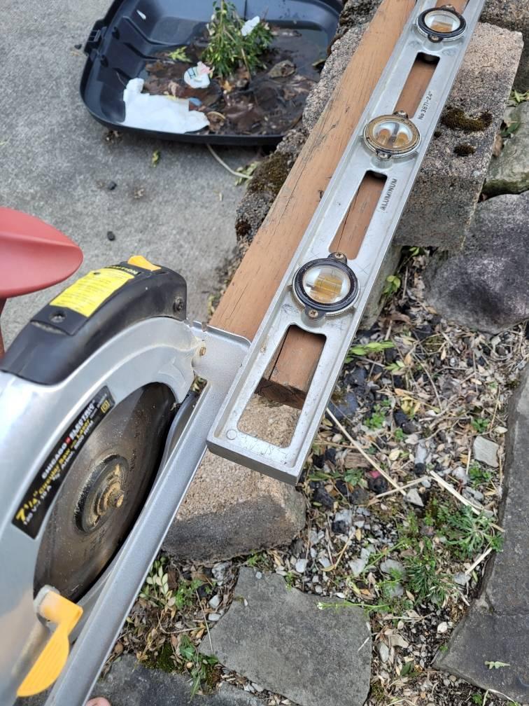 Power saw level cut