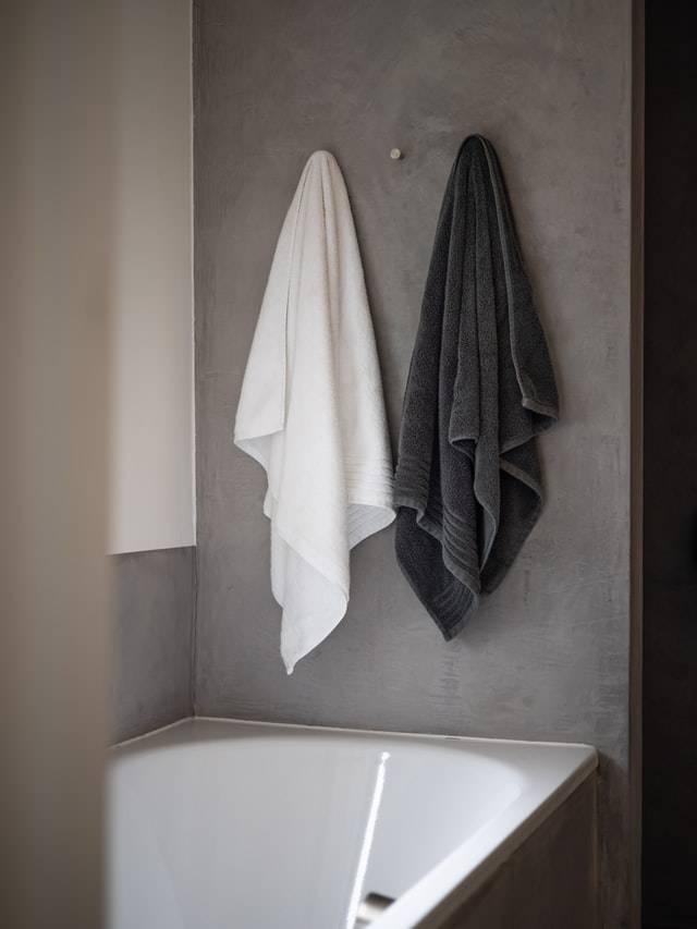 bathtub with caulking