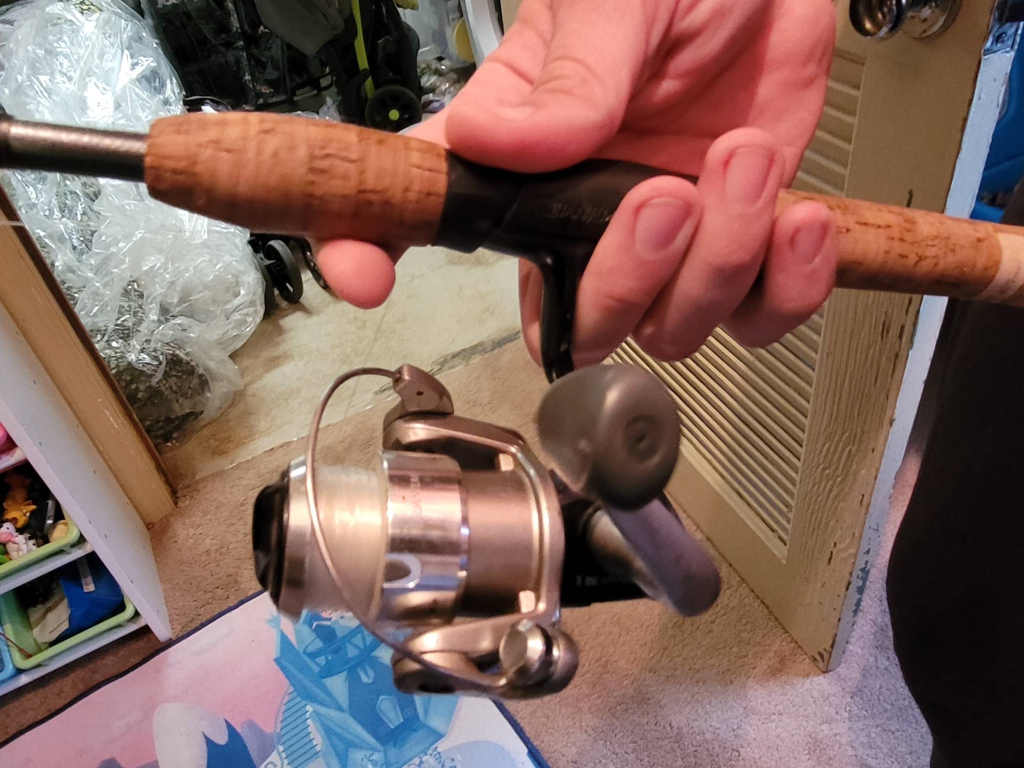 hand demonstrating one-hand cast on spinning reel