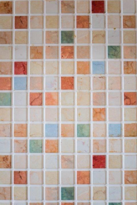 pastel backsplash tiles with white grout