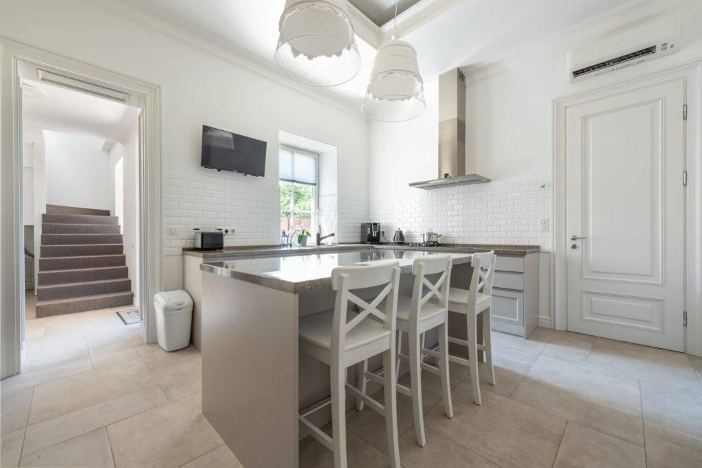 white and grey kitchen with quartz countertop island